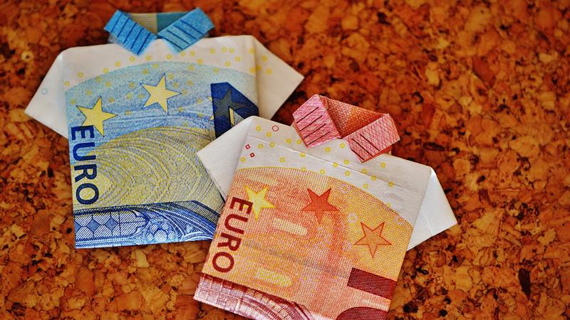 随着美元走强,欧元兑美元触及1.2100下方的四周低点